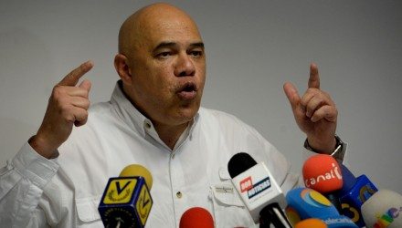 Jesus Torrealba, secretary general of Venezuela's Democratic Unity Roundtable (MUD) -the main opposition coalition- speaks during a press conference in Caracas on December 2, 2016. / AFP / FEDERICO PARRA