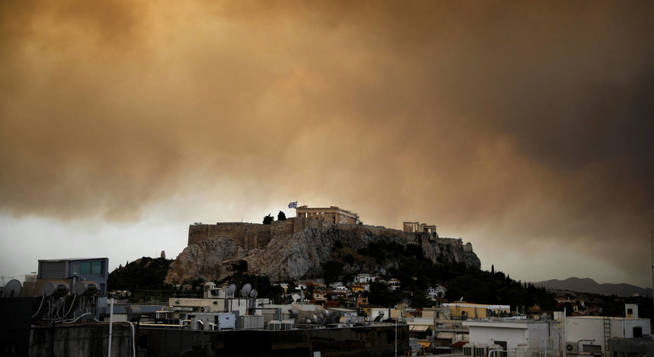 smoke-from-a-wildfire-burning-outside-athens-is-seen-over-the-parthenon-temple-atop-the-acropolis-hill-in-athens-greece-july-23-2018-reuters-alkis-konstantinidis